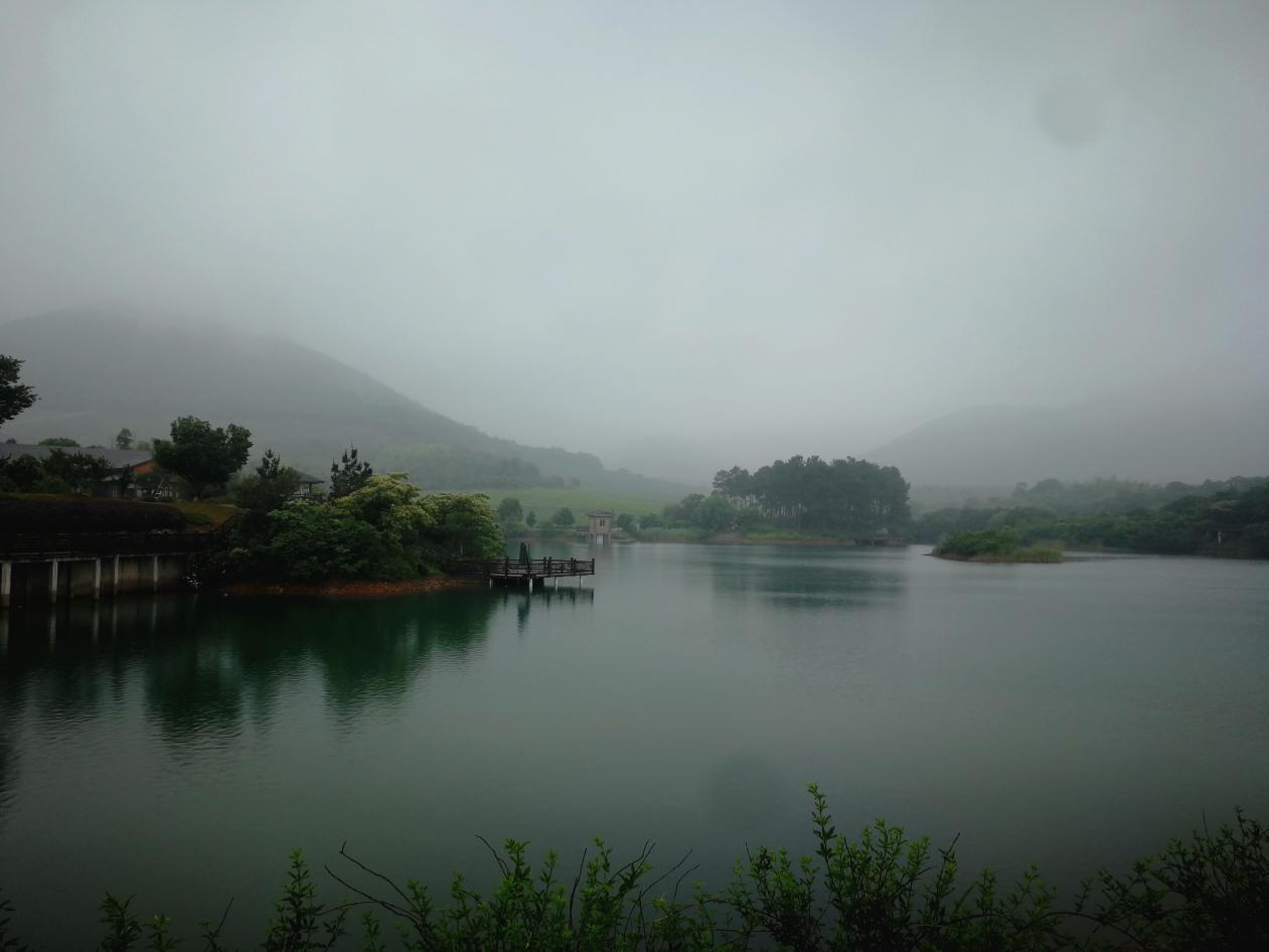 说明: 龙池山景